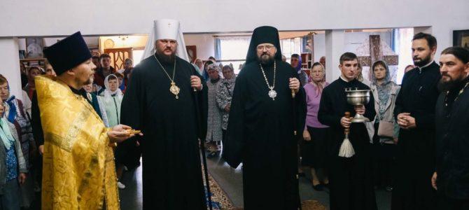 Соборная Божественная литургия в храме праведного Иоанна Кронштадтского в поселке Островское