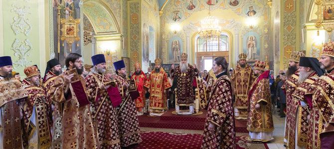 Соборное архиерейское богослужение в храме Покрова Божией Матери г.Саратова в день памяти мученика Лонгина Сотника