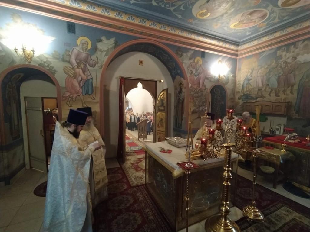 Божественная литургия архиерейским чином в храме святителя Спиридона Тримифунтского города Нея