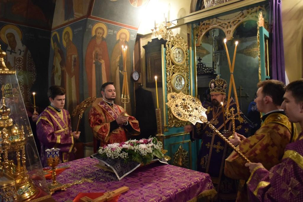 Всенощное бдение в канун Недели Крестопоклонной в Введенском соборе г.Галича