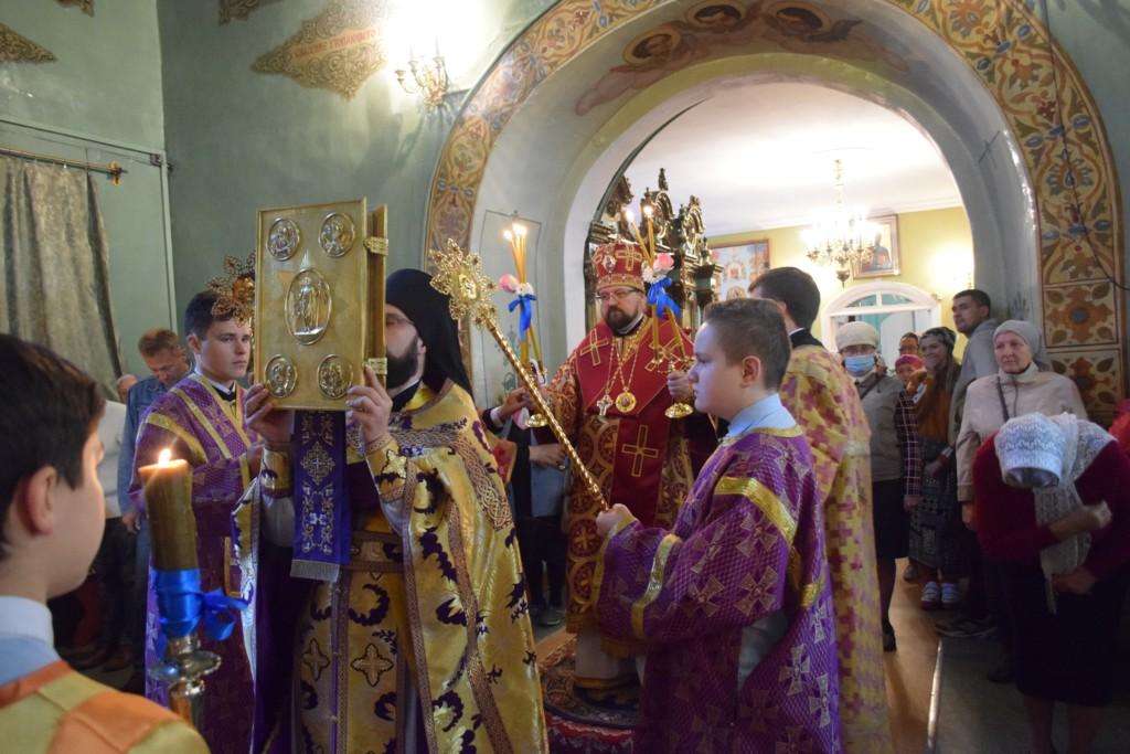 Архиерейское богослужение в праздник Воздвижения Креста Господня