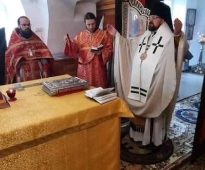 Епископ Галичский и Макарьевский Алексий совершил Божественную литургию иерейским чином на архиерейском подвории села Умиление