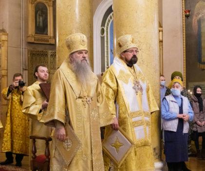 Митрополит Санкт-Петербургский и Ладожский Варсонофий возглавил Божественную литургию в храме Спаса Нерукотворного Образа на Конюшенной площади.