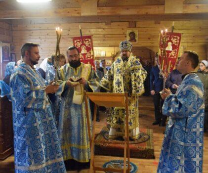 Преосвященный владыка Алексий совершил Божественную литургию в храме Успения Божией Матери села Рубцово (Вёшка)